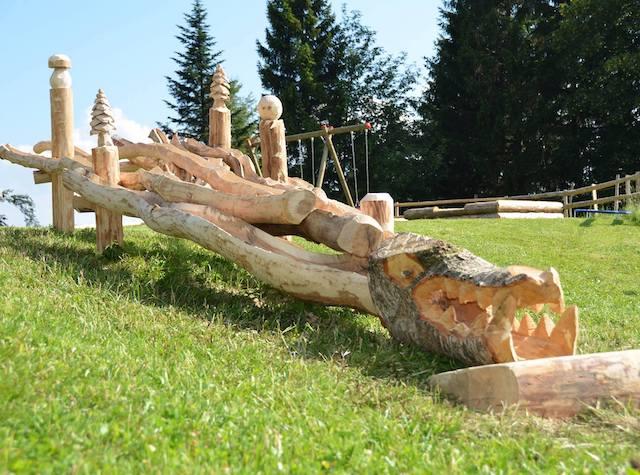 Holzkrokodil auf Alp Egg Spielplatz